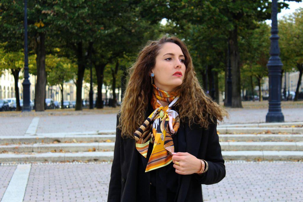 Comment porter le carr herm s chronique bordelaise - Comment porter un petit foulard carre ...