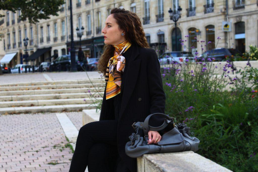 5069f5ced94 Comment porter le Carré Hermès   - Chronique Bordelaise