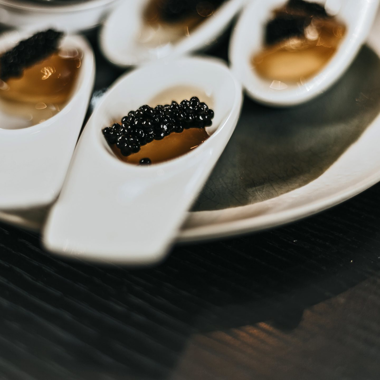 Perles de Caviar de Neuvic, gelée thé.