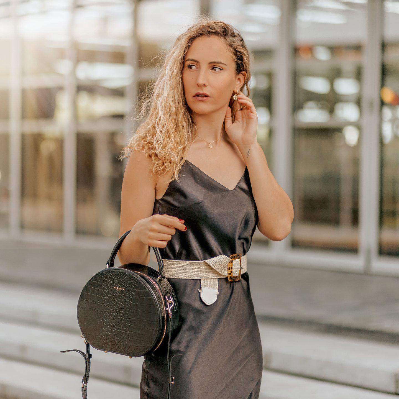 Comment porter la robe longue en satin  ?