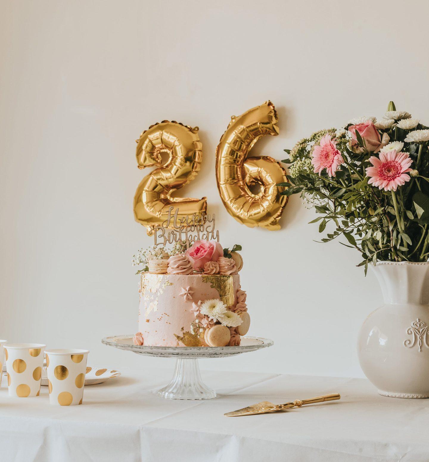 Table, décoration, ballons hélium, Hema, tendance, rose, pastel, anniversaire fille.