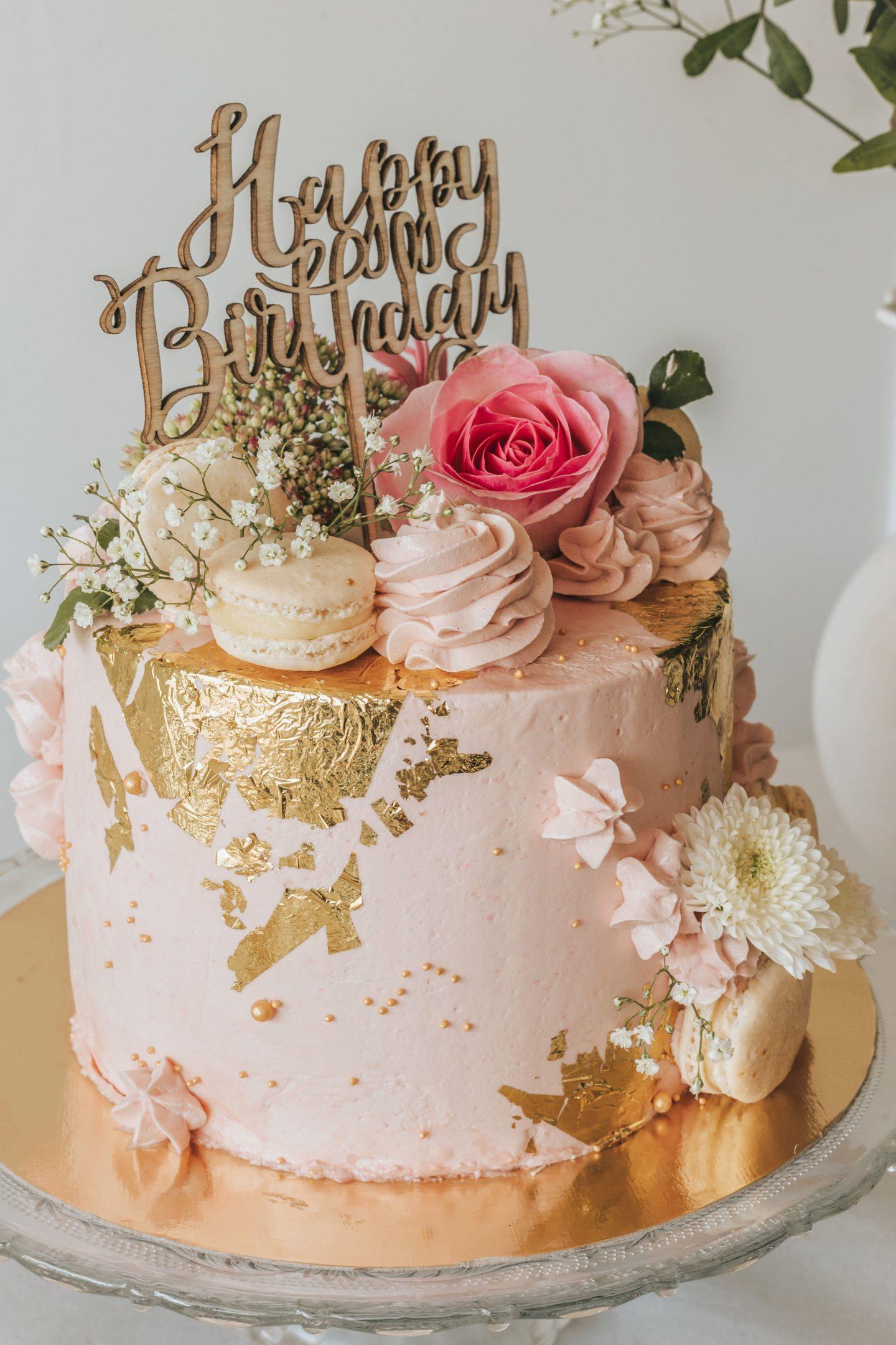 gâteau d'anniversaire pastel, rose, tendance, décoration, crème, fraises, gourmandise, sweet.