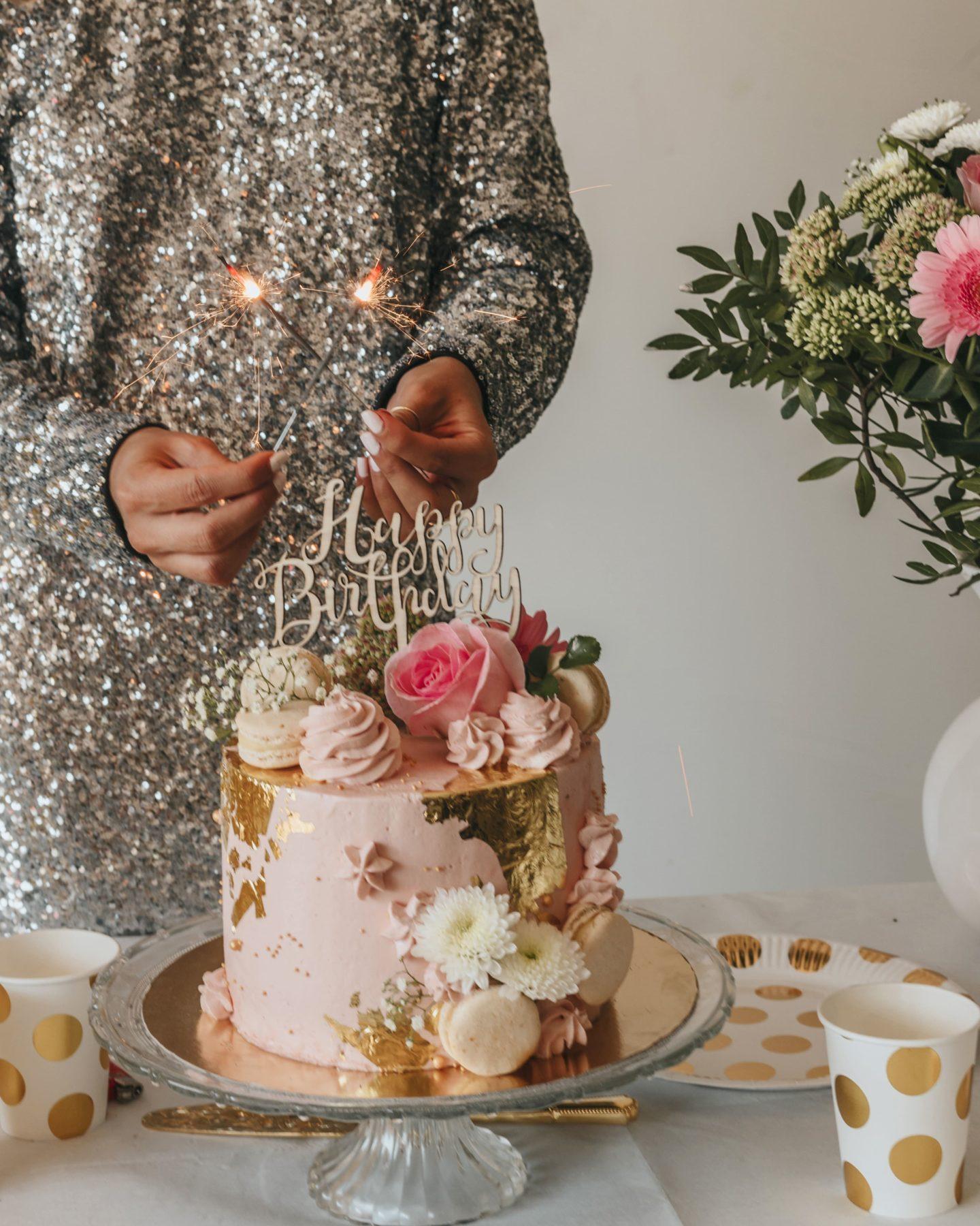 décoration, robe sequins, célébration, étincelles, gâteau rose, Pinterest.