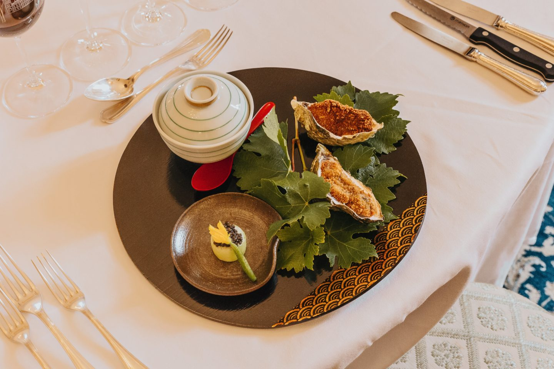 Déjeuner au Château Lagrange, entrée, Soupe de maïs & miso blanc, foie gras de canard confit, Huître du Médoc & crevette blanche de la Gironde.