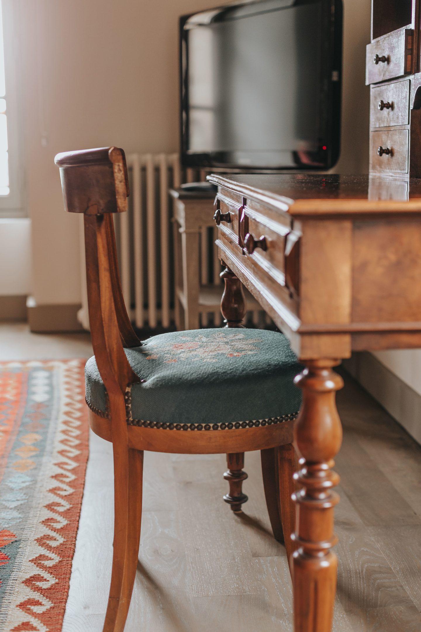 chaise, chambre le clocher, troplong mondot, hospitality