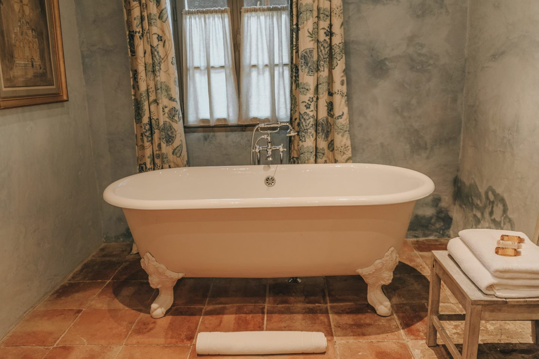 salle de bain, bainoire, troplong mondot, château