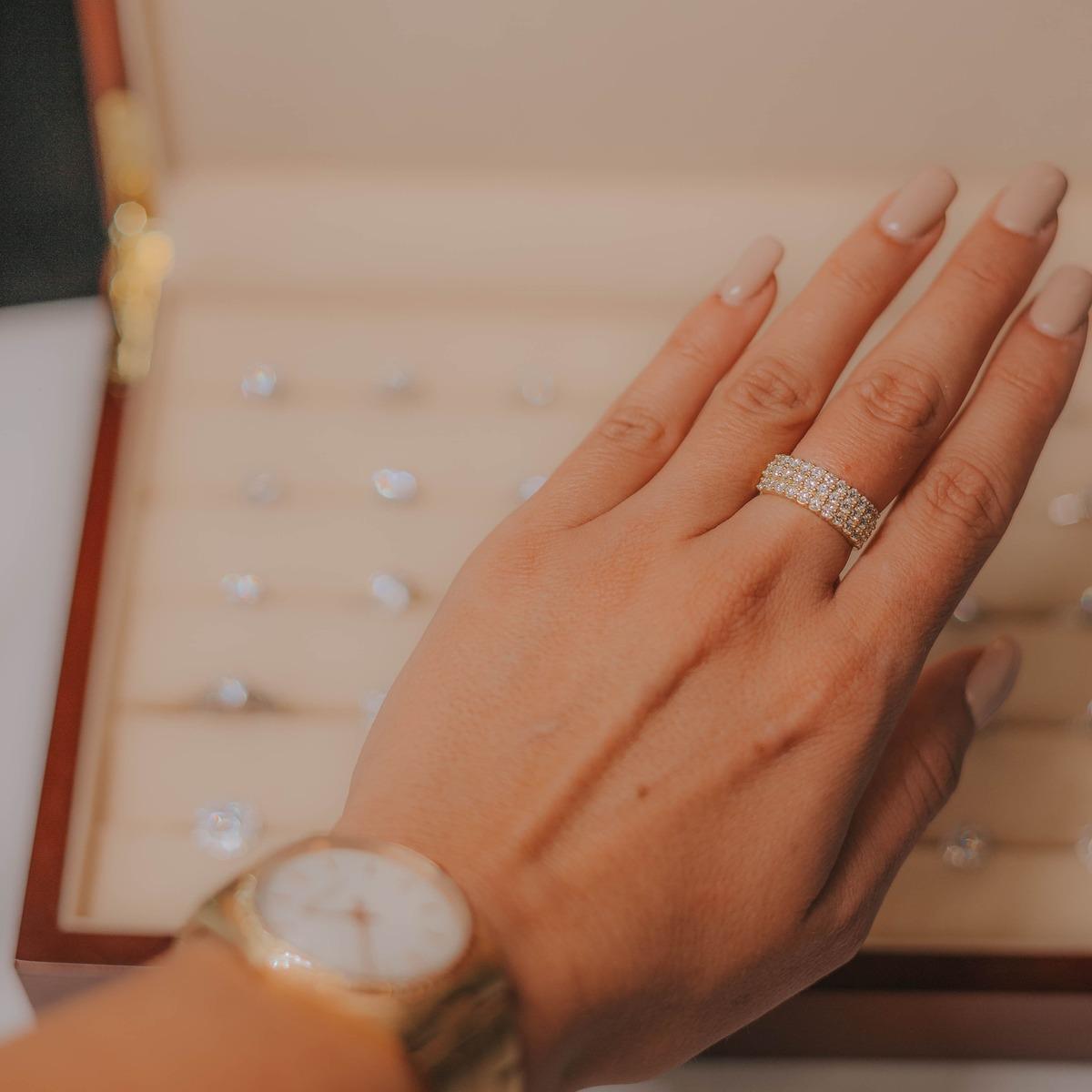 Diamantaire depuis 1967, Celinni diamant est spécialiste de la création de bijoux sur-mesure